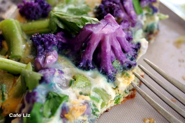 purple-cauliflower-green-bean-frittata-closeup