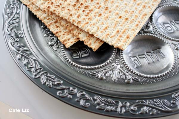 seder-plate-with-matzo