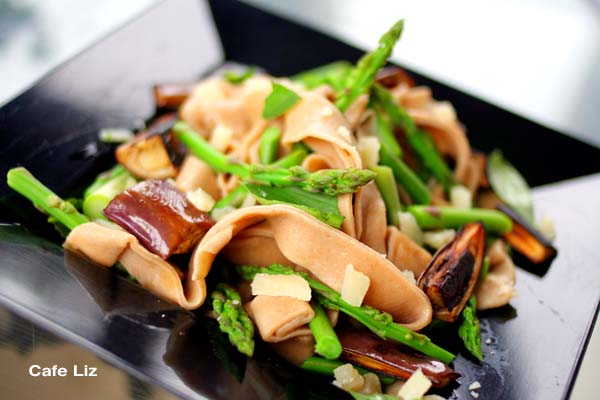 asparagus-eggplant-pasta-dish